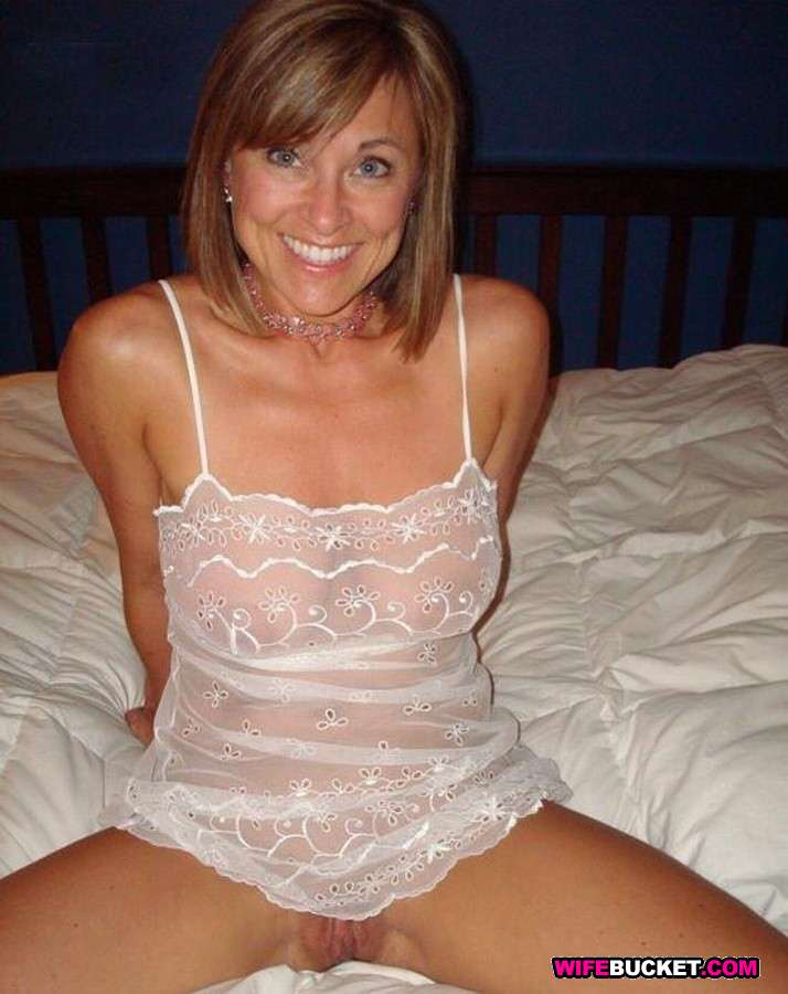 Perfect natural tits milf