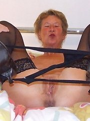 Kinky mature slut playing all alone