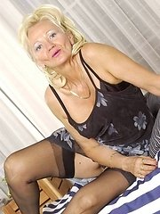 Old amateur housewives and real grannies in amateur granny porn