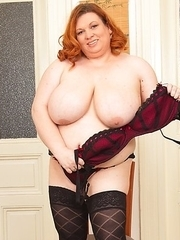 Big breasted BBW getting wet and wild