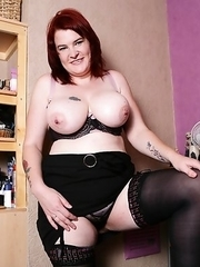 Big Breasted UK BBW playing with herself
