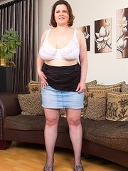 Big breasted mature lady showing off the goods