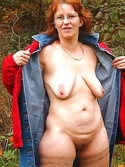 Naked moms, wives and housewives private pics