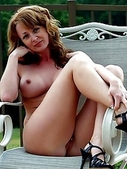 Mature girlfriends exposes naked hot bodies